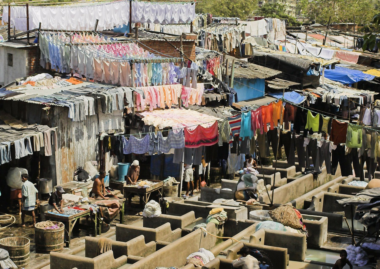 Washing and drying laundry in India is hard work - World of travel
