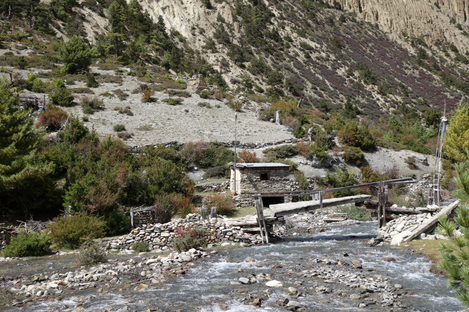 What looked like an abandoned village - Annapurna circuit route
